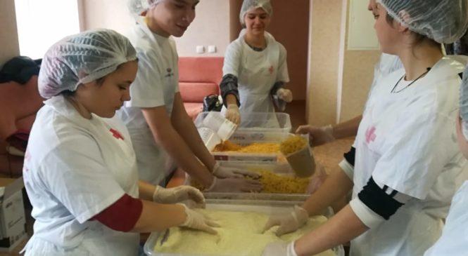 Сделали вместе доброе дело: фасовка народных обедов в «Милосердии-на-Дону»