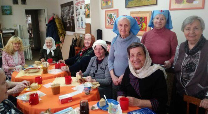 Сёстры милосердия поздравили своих подопечных с масленицей в Центре поддержки людей старшего поколения «Мои года-моё богатство»