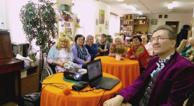 Праздничная встреча для пожилых людей в литературно-музыкальном салоне «Лира»