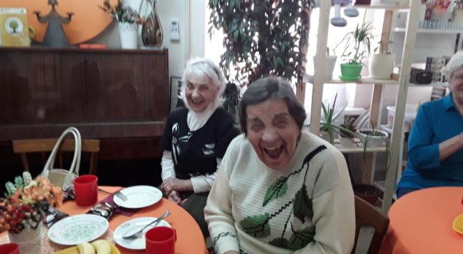 В День юмора пожилые люди веселились со студентами ЮФУ