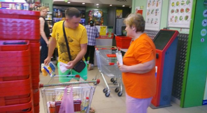 Люди старшего поколения Центра «Мои года — мое богатство» приняли участие в общегородском благотворительном марафоне «Корзина доброты»