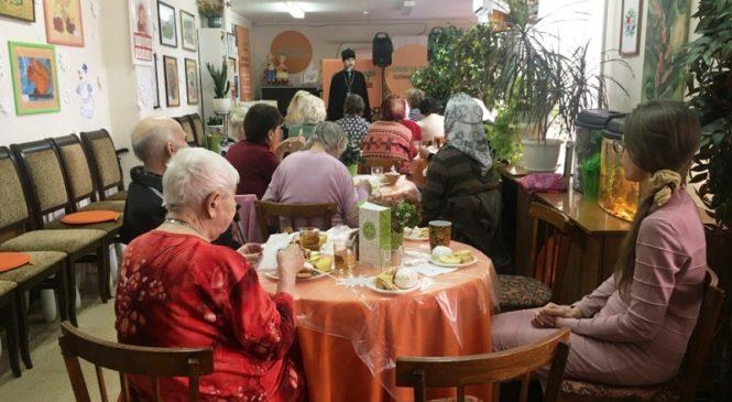 Православные часы для пожилых людей Дома ветеранов