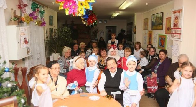 Радостные зимние будни пожилых людей и инвалидов в центре «Мои года-моё богатство»