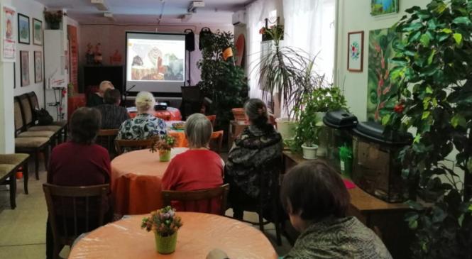 Виртуальные путешествия для людей старшего поколения в Клубе «Ой, ты Русь моя, милая Родина!»