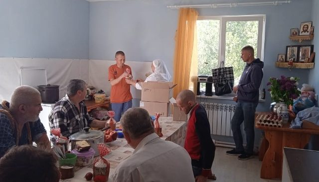 Подопечные мужского социального приюта для лиц, попавших в сложную жизненную ситуацию, получили праздничные поздравления