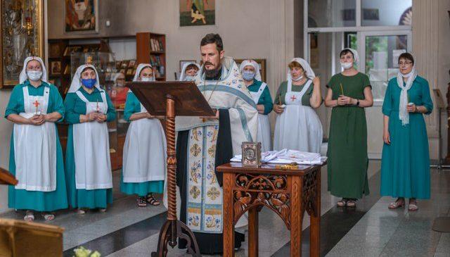 Сёстры милосердия Иоанно-Кронштадтского храма молитвенно отметили день памяти небесной покровительницы сестричества